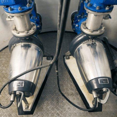 wastewater-pumps-installed-in-well-k4y5.jpg